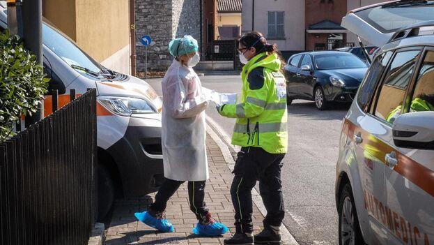 """Lombardía ha lanzado una campaña para """"reclutar"""" médicos y personal sanitario con la que ya han recibido 1.600 solicitudes. (EFE)"""