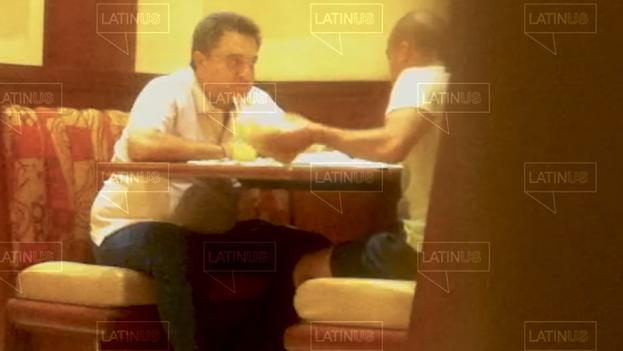 Pío López Obrador, hermano del presidente de México, en uno de los videos que lo exhiben recibiendo dinero de David León, hoy funcionario público. (Captura)