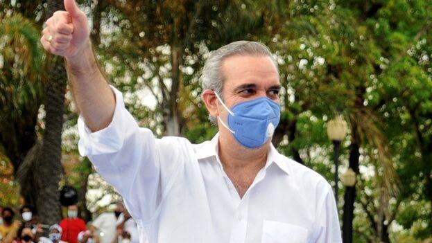"""Luis Abinader afirmó en un acto de campaña realizado en Santo Domingo que ganará las elecciones con el 60 % de los votos, para terminar con la """"corrupción y la impunidad"""". (EFE)"""