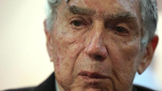"""Luis Posada Carriles lamenta que la muerte de Castro llegara """"tan tarde"""". (Redes)"""