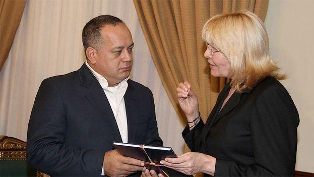 La ex fiscal general Luisa Ortega Díaz junto a Diosdado Cabello en una imagen de archivo. (EFE)