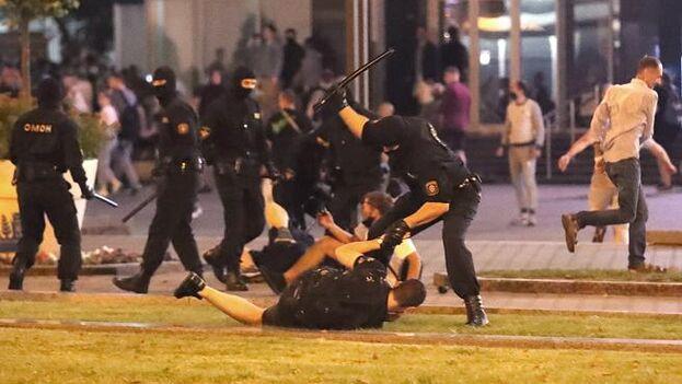 Lukashenko, de 65 años, denunció que las protestas registradas no fueron espontáneas y estuvieron en realidad patrocinadas por países. (EFE)