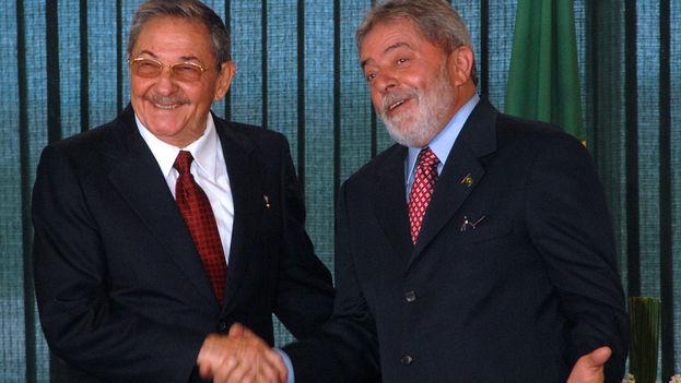El expresidente brasileño, Lula da Silva, junto a Raúl Castro en un encuentro en 2008. (CC)