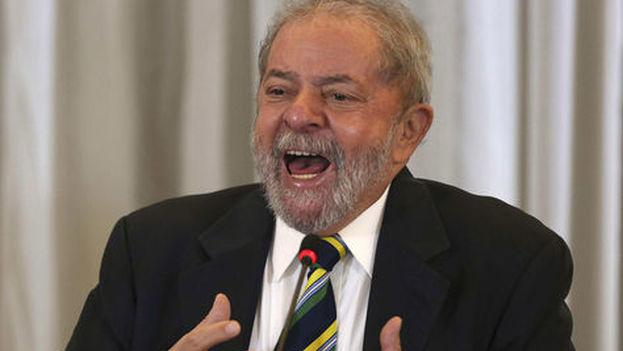 Lula aparece actualmente como el líder más valorado en las encuestas, a pesar de los múltiples escándalos de corrupción que le rodean. (EFE)