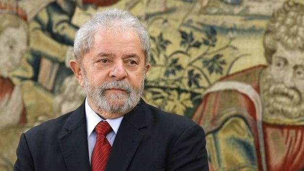 Lula, a pesar del escándalo, aparece como el líder más valorado en las encuestas y el mejor posicionado en caso de competir por la Presidencia en 2018. (EFE)