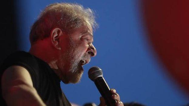 Lula congregó a un gran número de seguidores que acudieron a darle apoyo tras conocerse la ratificación de la sentencia este miércoles. (EFE)