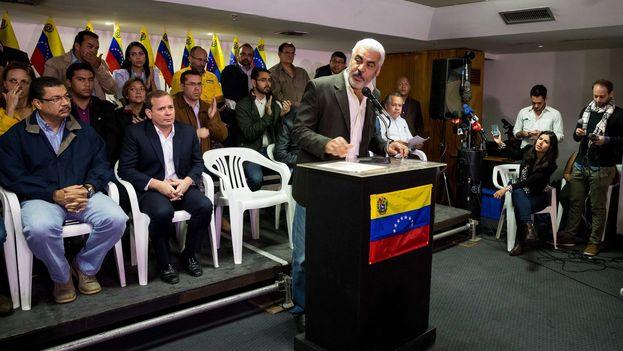 El coordinador político de la MUD, Ángel Oropeza, ha dejado la puerta abierta para participar en las elecciones si el Gobierno acepta las propuestas hechas en República Dominicana. (EFE)
