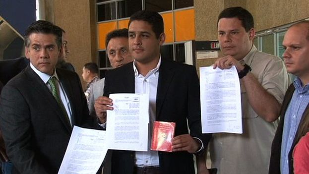 El pasado día 16, el diputado de la MUD Jose Manuel Olivares, presentó la solicitud del revocatorio. (@joseolivaresm)