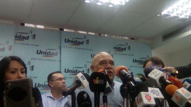 La MUD anunció este martes que designará uns junta para reestructurar el funcionamiento de la alianza opositora. (@unidadvenezuela)