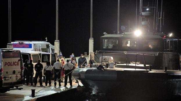 Los cubanos fueron encontrados este martes por el carguero MV Bulk Freedom cuando navegaban a la deriva en una embarcación, a unos 90 kilómetros al oeste de Gran Caimán. (The Cayman Compass)