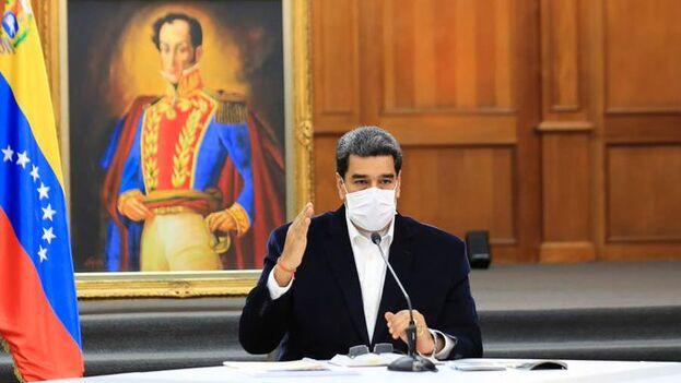 """Maduro, que ha llamado a la operación militar """"Aplastamiento del Enemigo"""", mostró ayer la presunta documentación de los detenidos. (Nicolás Maduro)"""