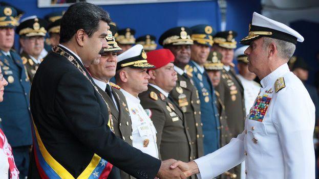 """Maduro, durante el desfile por el aniversario del nacimiento de Bolivar, invitó a la Armada a recordar que """"nació de las luchas contra los viejos colonialismos"""". (@NicolasMaduro)"""