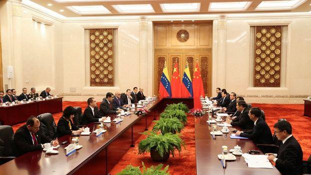 Maduro ha vendido los acuerdos alcanzados en China como un gran avance para la economía nacional, pero la Asamblea Nacional cree que vende recursos nacionales. (NicolásMaduro)
