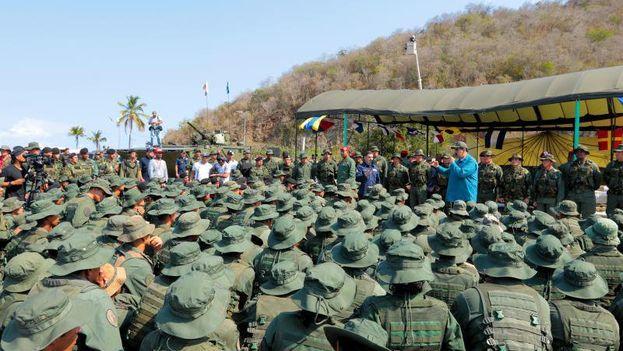 Maduro dirigiéndose a los militares esta mañana. De su apoyo depende la continuidad del chavista en el poder. (NicolasMaduro)