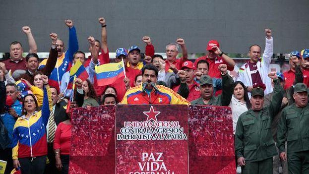 Maduro se dirige a sus seguidores tras recibir plenos poderes de la Asamblea Nacional para legislar por decreto. (PSUV)