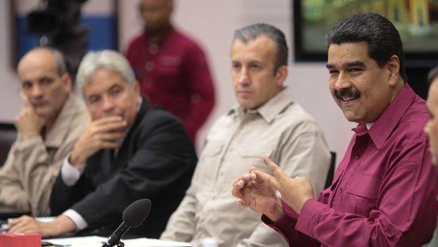 Maduro ordenó a su vicepresidente, Tareck el Aissami, que conforme una comisión para que se reúna con todos los tenedores de bonos pendientes y refinancien la deuda. (@PartidoPSUV)
