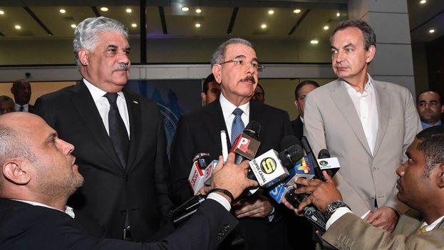 Miguel Vargas, canciller dominicano, Danilo Maldonado, presidente de la República, y José Luis Rodríguez Zapatero, expresidente del Gobierno español, propiciaron las conversaciones entre chavismo y oposición. (@MiguelVargasM)