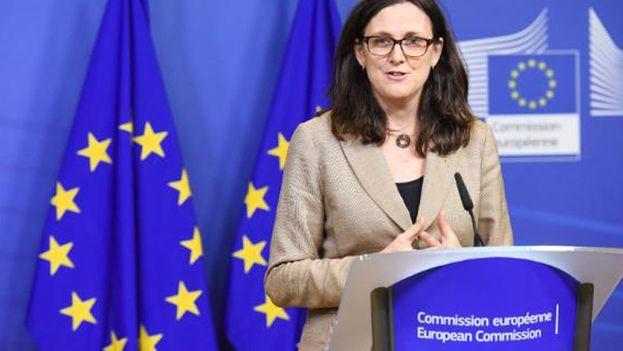 """Cecilia Malmström, comisaria europea de Comercio, destacó que la respuesta de la CE """"está en línea con las normas de la OMC"""". (@MalmstromEU)"""