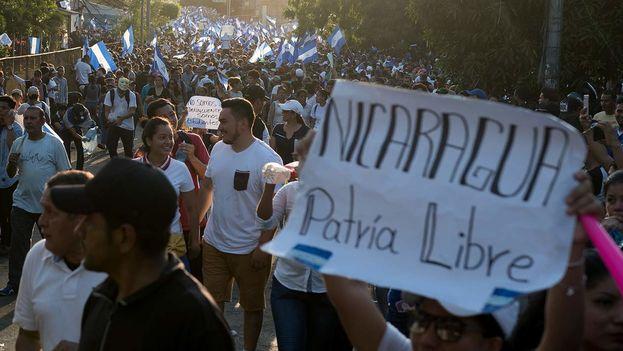 El 23 de abril ocurrió en Managua la primera gran marcha en contra de la dictadura desde que Ortega regresó al poder en 2007. (Carlos Herrera/Niú)