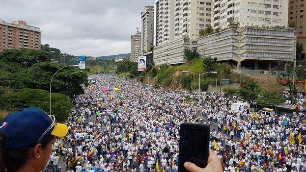 Manifestación en Caracas. (@liliantintori)