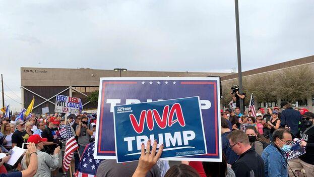 Manifestación en Phoenix, Arizona, de seguidores del presidente estadounidense Donald Trump. (EFE/Alex Segura)