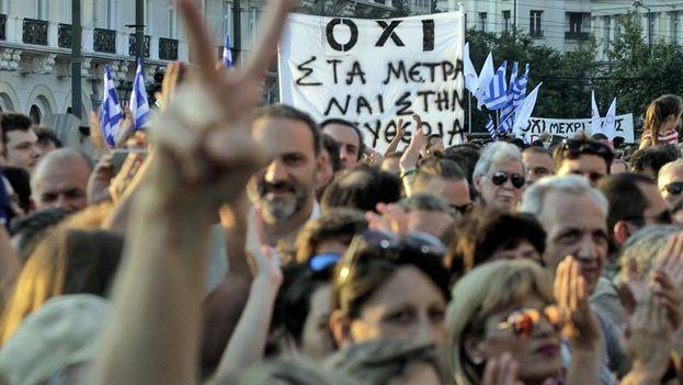 """Manifestación a favor del """"no"""" de este viernes en Atenas. (EFE/Orestis Panagiotou)"""