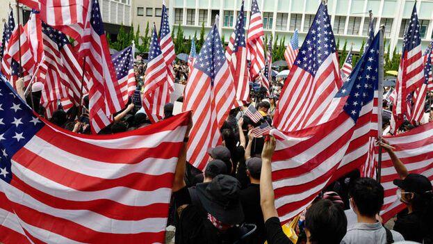 Manifestantes en Hong Kong piden ayuda a EE UU. (EFE)
