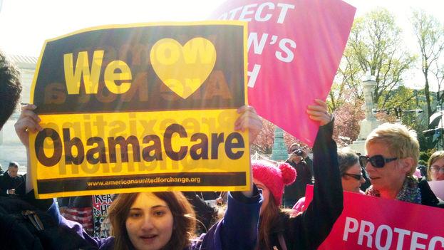 Manifestantes a favor del programa médico 'Obamacare' que será eliminado por la administración Trump. (Flickr)