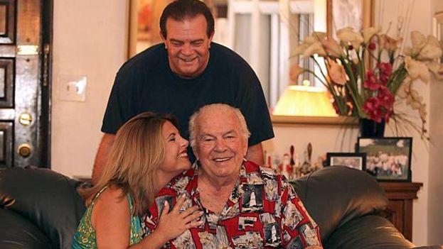 El actor Manolo Coego junto a sus hijos, los actores Margarita Coego y Manolo Coego. (el Nuevo Herald)