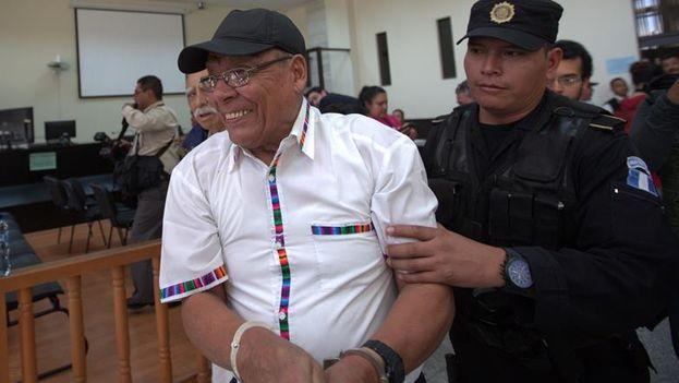 Manuel Benedicto Lucas García, hermano del expresidente, detenido por su supuesta vinculación con al menos 558 desapariciones forzadas. (EFE/Santiago Billy)