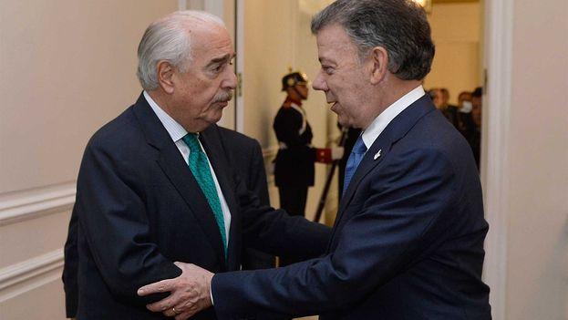 """Juan Manuel Santos agradeció a Andrés Pastrana su """"disposición a contribuir para salvaguardar el proceso"""". (@JuanManSantos)"""
