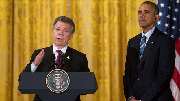 El presidente colombiano Juan Manuel Santos, junto al mandatario estadounidense Barack Obama en la Casa Blanca. (EFE)
