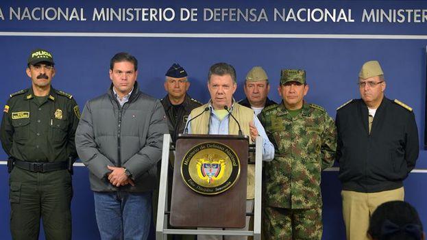 Juan Manuel Santos durante el anuncio de suspensión de las negociaciones con las FARC. (EFE/Presidencia de Colombia)