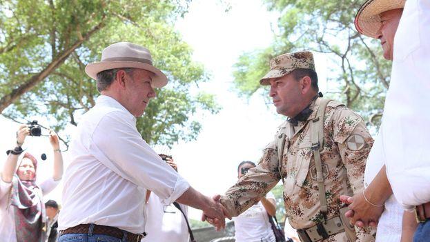 Juan Manuel Santos en el acto de entrega del último contenedor de armas de las FARC y conversión de las zonas veredales en zonas de paz. (JuanManSantos)