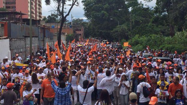Marcha hasta la prisión de Ramo Verde para dar apoyo a Leopoldo López que cumple este lunes 1000 días encarcelado. (Unidad Venezuela)