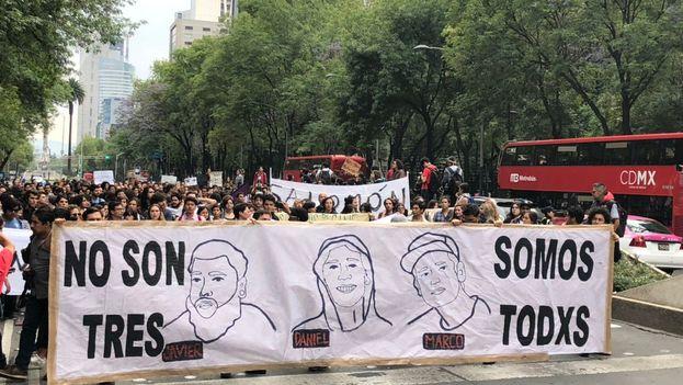 Marcha de este martes para pedir justicia por los tres estudiantes asesinados en Jalisco. (@EmilioAlvarezI)