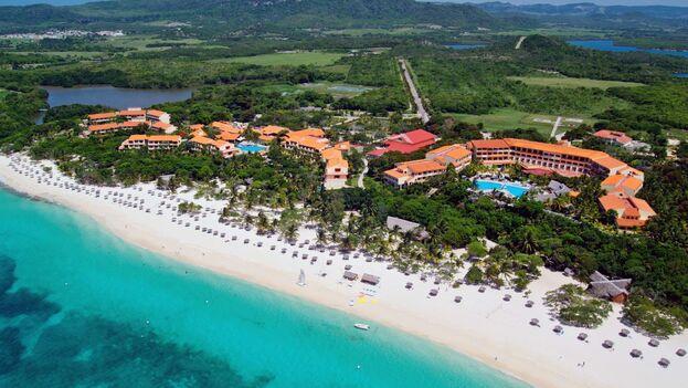 El hotel Sol Río y Luna Mares, en Playa Esmeralda, Holguín, está en terrenos que pertenecieron a los Sánchez Hill antes de 1959.