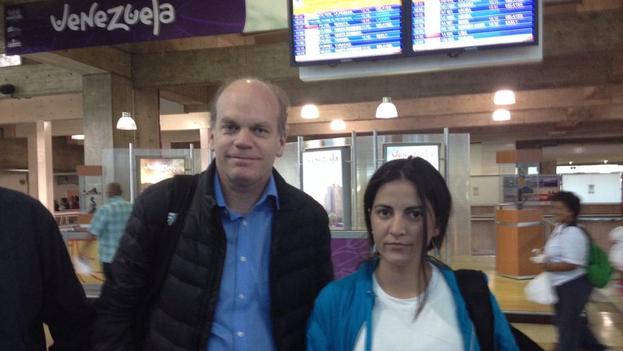 La activista Rosa María Payá y el presidente del senado de Chile, Patricio Walker, en Caracas. (Twitter)