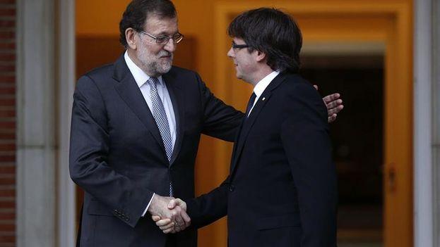 Mariano Rajoy y Carles Puigdemot durante una reunión en Madrid antes de que estallase la crisis en Cataluña. (EFE)