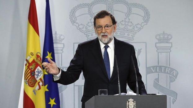 Mariano Rajoy ha comparecido en el Palacio de la Moncloa para anunciar las medidas encaminadas a restaurar el orden constitucional y el Estatuto de Autonomía. (EFE)