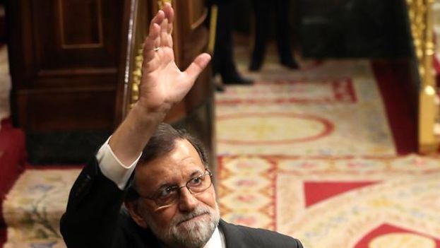 Mariano Rajoy abandonando el hemiciclo este jueves durante la primera jornada de la moción de censura que ha hecho caer su Gobierno. (EFE)