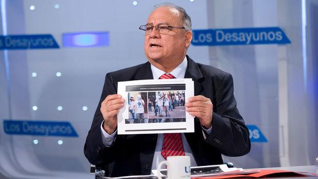 Mario Ricardo Isea, embajador venezolano en España, interviene en un programa informativo de la televisión pública española