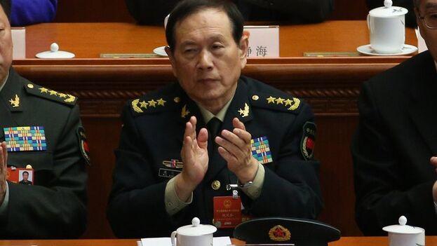 """Mark Esper dijo a Wei que, en medio de las tensiones entre las dos potencias, los militares de ambos países """"deben mantener el diálogo y la consulta para gestionar crisis, evitar malentendidos y reducir los riesgos"""". (EFE)"""