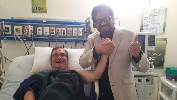 Iván Márquez junto a Rodrigo Londoño, 'Timochenko', durante su hospitalización en Colombia. (@IvanMarquezFARC)