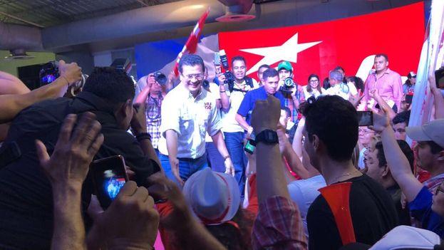 Hugo Martínez resultó elegido candidato del Frente Farabundo Martí para la Liberación Nacional por una fuerte mayoría este domingo. (@HugoMartinezSV)