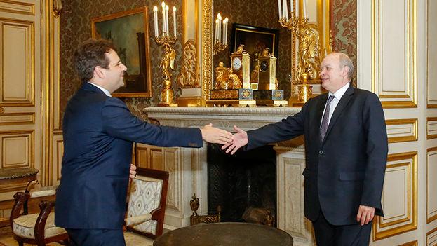 Matthias Fekl, secretario de Estado encargado de comercio exterior, y Rodrigo Malmierca, ministro cubano de comercio exterior. (B. Chapiron/MAEDI)