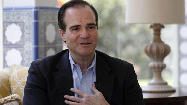"""Si es elegido, Mauricio Claver-Carone se comprometió a permanecer en el cargo solo durante """"un mandato de cinco años"""". EFE/Paolo Aguilar/Archivo"""