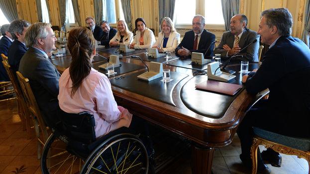Mauricio Macri reunidos con senadores de diversas fuerzas políticas en Argentina. (Casa Rosada)
