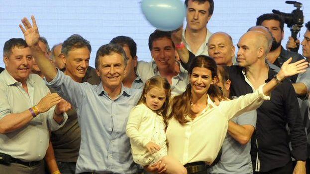 Mauricio Macri celebra su victoria junto a su esposa Juliana Awada y su hija menor, Antonia. (@mauriciomacri)