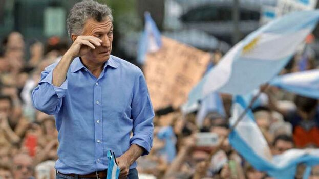Mauricio Macri durante su despedida en un acto electoral en Argentina. (EFE)
